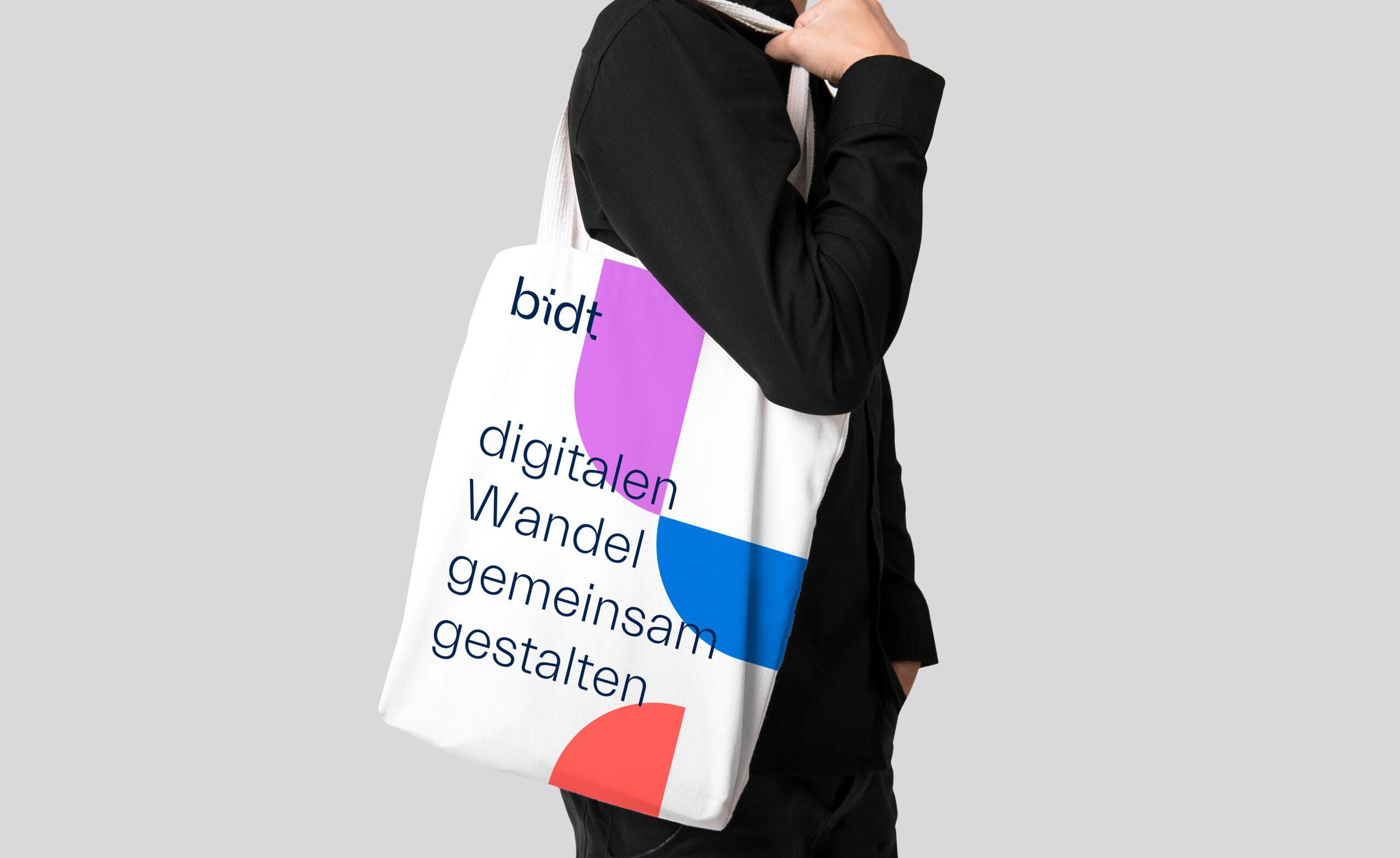 bidt-Tote-Bag-white-iStock-976034750-quer